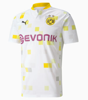 Step fresh on the pitch with the whole BVB team at your side. Featuring eye-catching graphics, official branding and dryCELL moisture-wicking fabric, this Replica Away Jersey takes fan style to the next level.